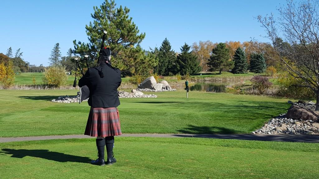 Bagpiper at Madden's golf resort