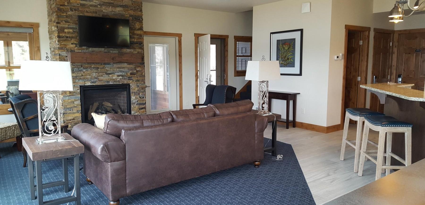 Minnesota luxury resort - The Beach House Living room at Madden's
