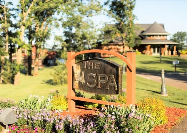 Maddens Summer The Spa Sign