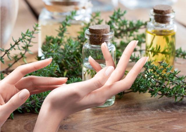 hands applying essential oils