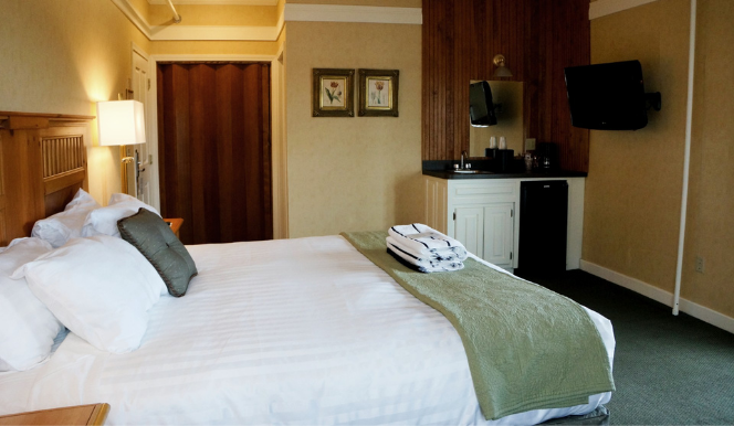 steamboat bay king bed hotel room