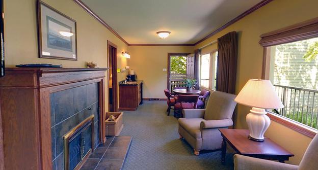 Steamboat Bay 2 Bedroom Cottage Living Room