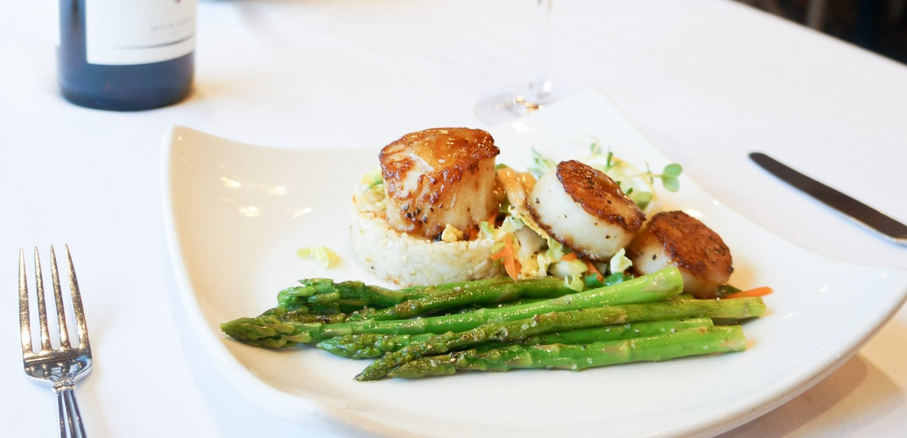 plate of scallops and asparagus